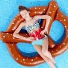 Opblaasbare Bretzel vormige drijvende Mat zwemmen Ring  opgeblazen grootte: 140 x 120cm