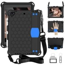 Voor iPad 9.7 2017/2018 Honeycomb Design EVA + PC Four Corner Anti Falling Flat Protective Shell With Straps (Black+Blue)